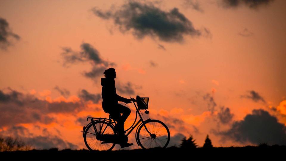 アウトドア 夕日と自転車